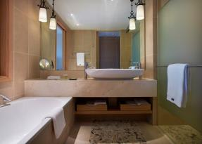 Deluxe Rooms Bathroom