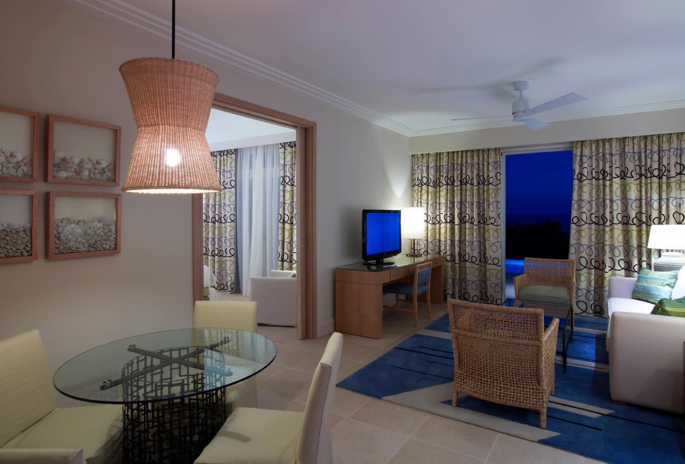 Family Premium Infinity Suite Living Area