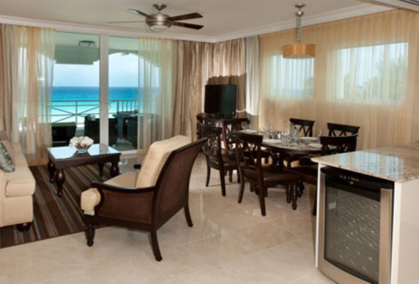 Two Bed Oceanfront Suite living room