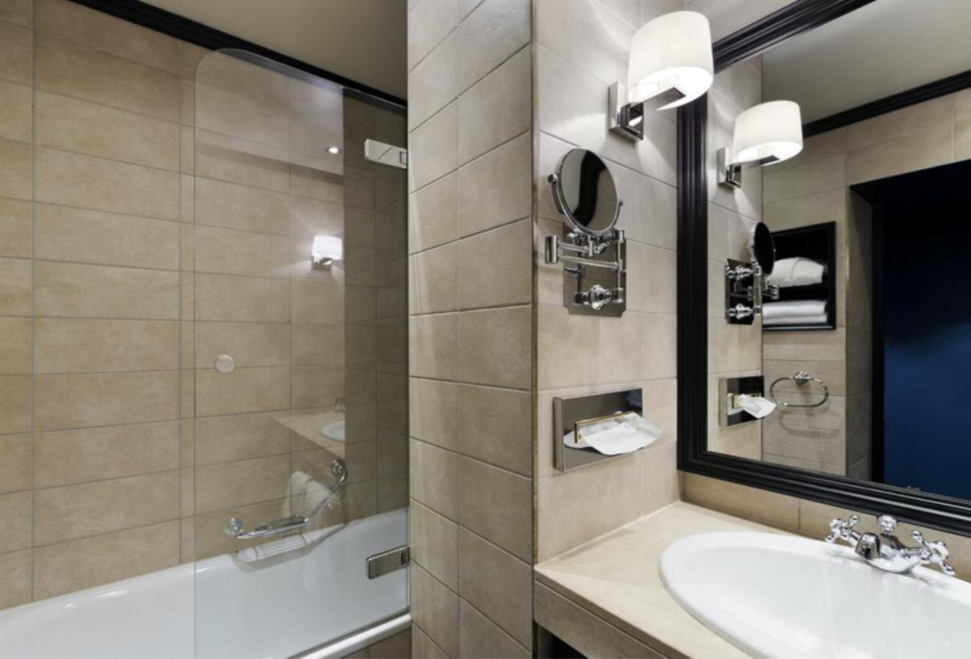 Signature Double Room bathroom