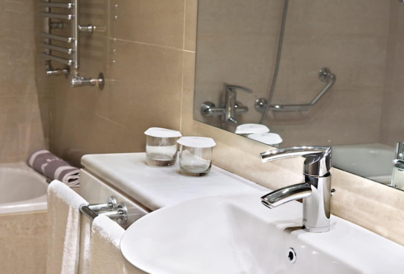 Classic-Room-bathroo