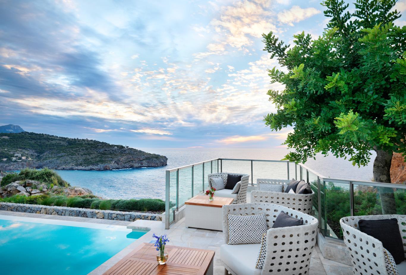Infinity Pool Bar Terrace