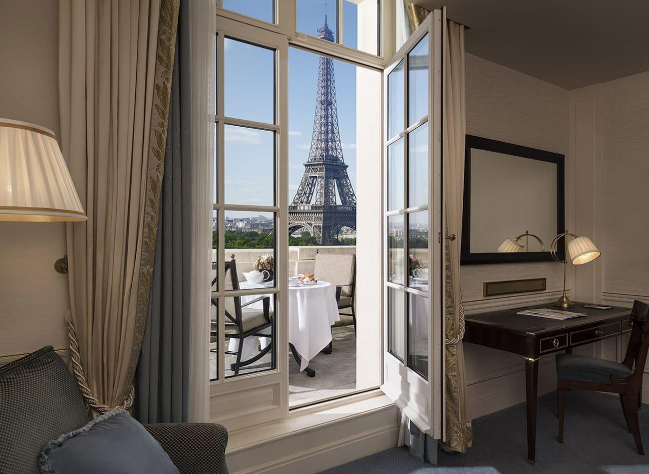 Eiffel Tower View Room balcony