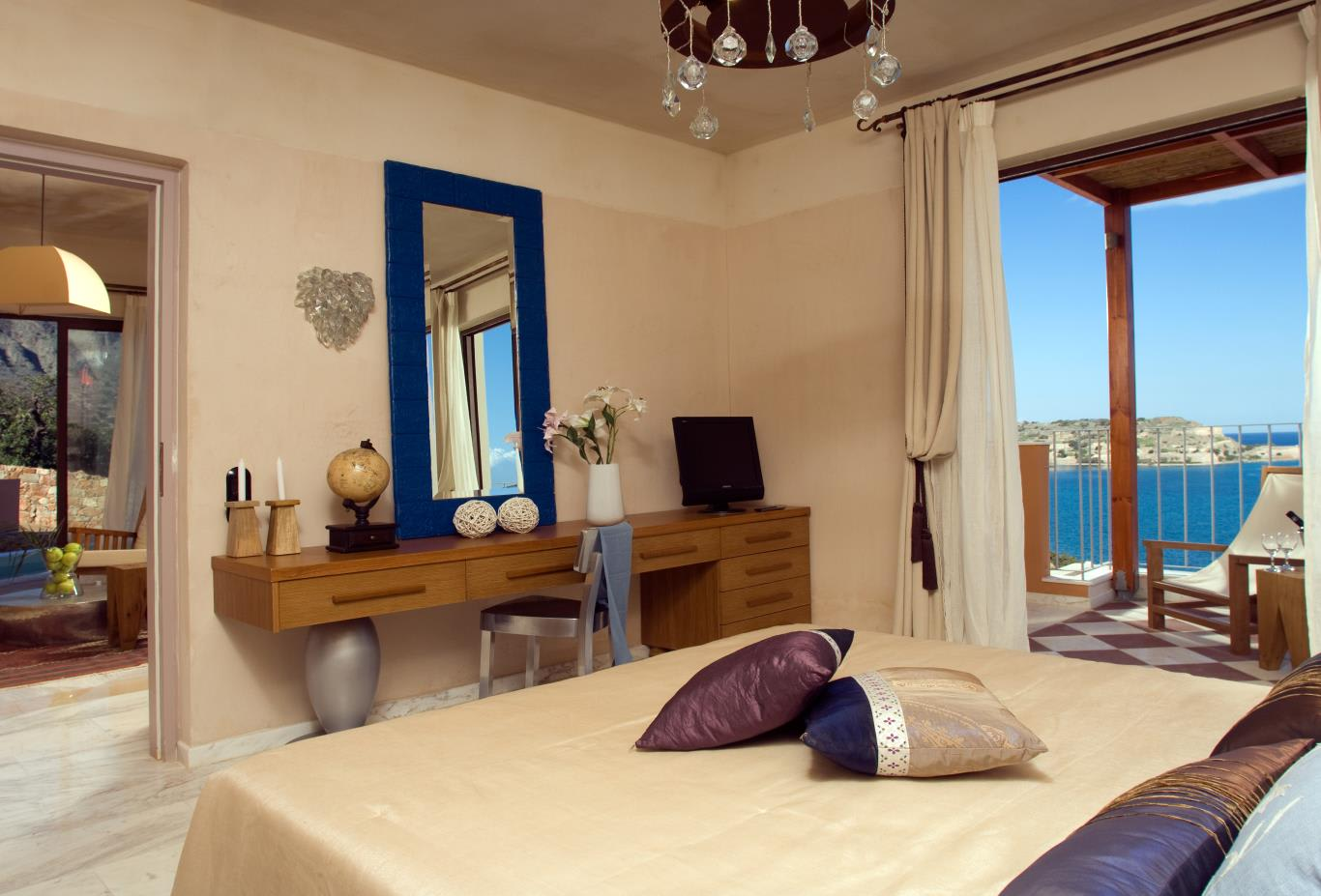 Premium One Bed Suite with Outdoor Jacuzzi Bedroom - views will be gardens