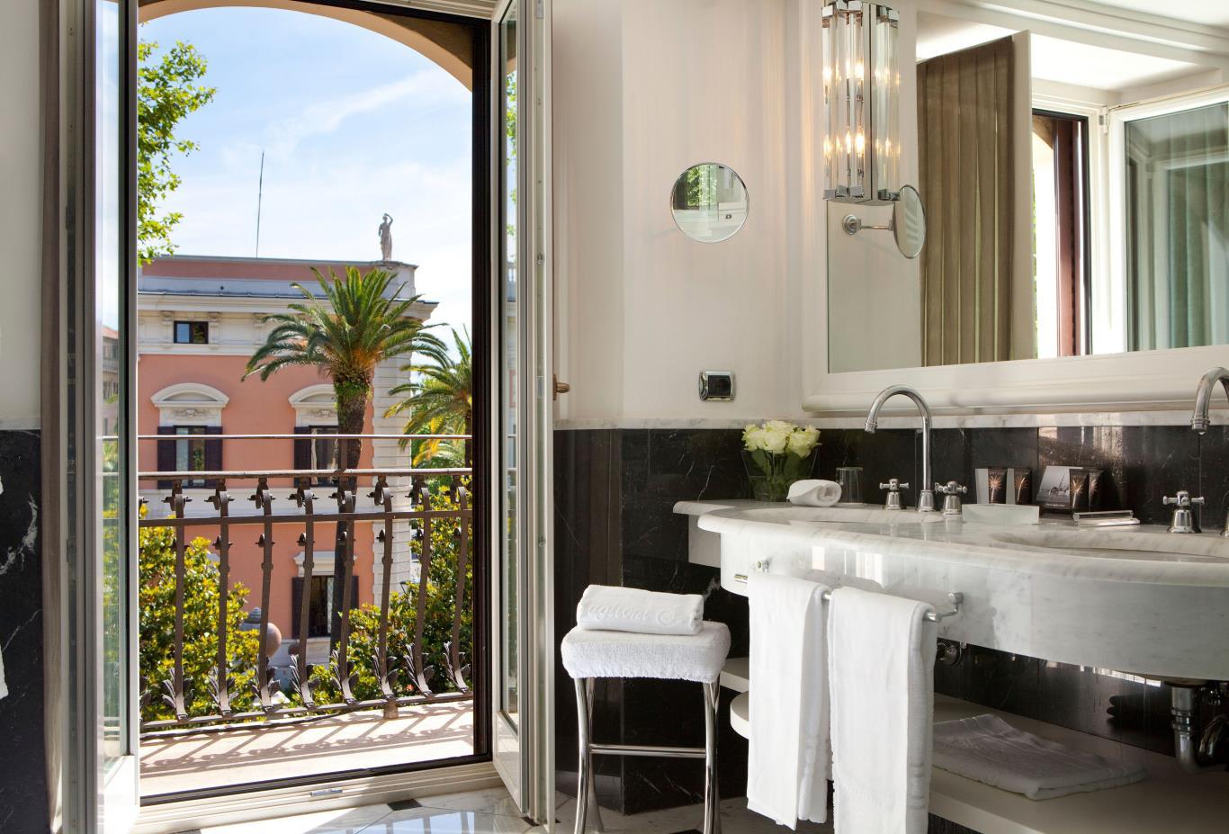Grand-Deluxe-Room-bathroom
