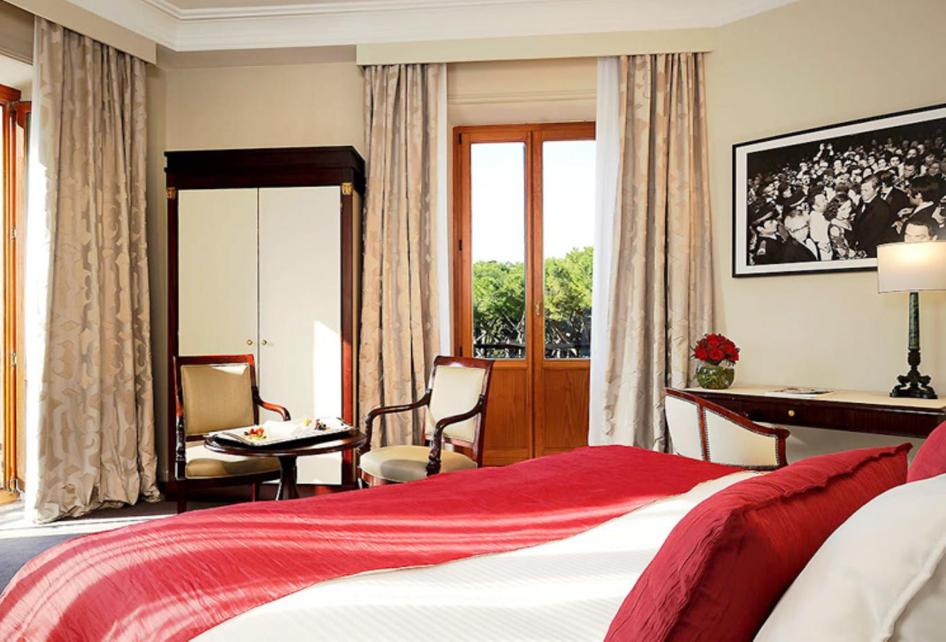 Luxury room double bed