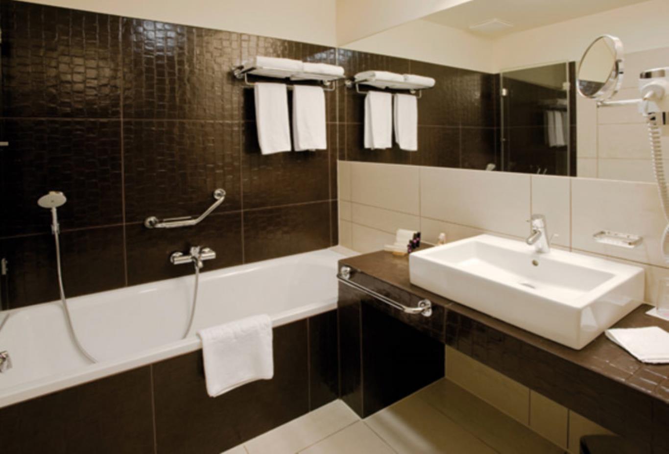 Superior-Room-bathroom