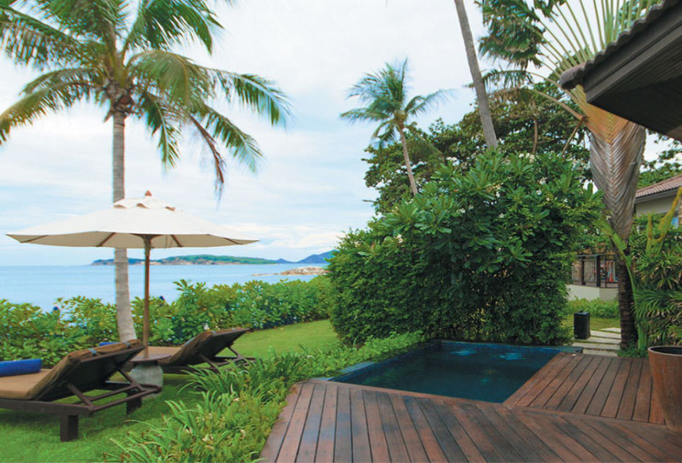 Beachfront Plunge Pool Suite
