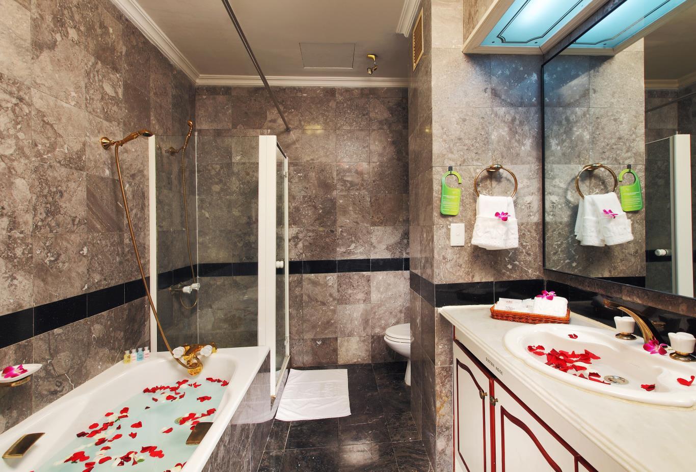 Executive-Deluxe-bathroom