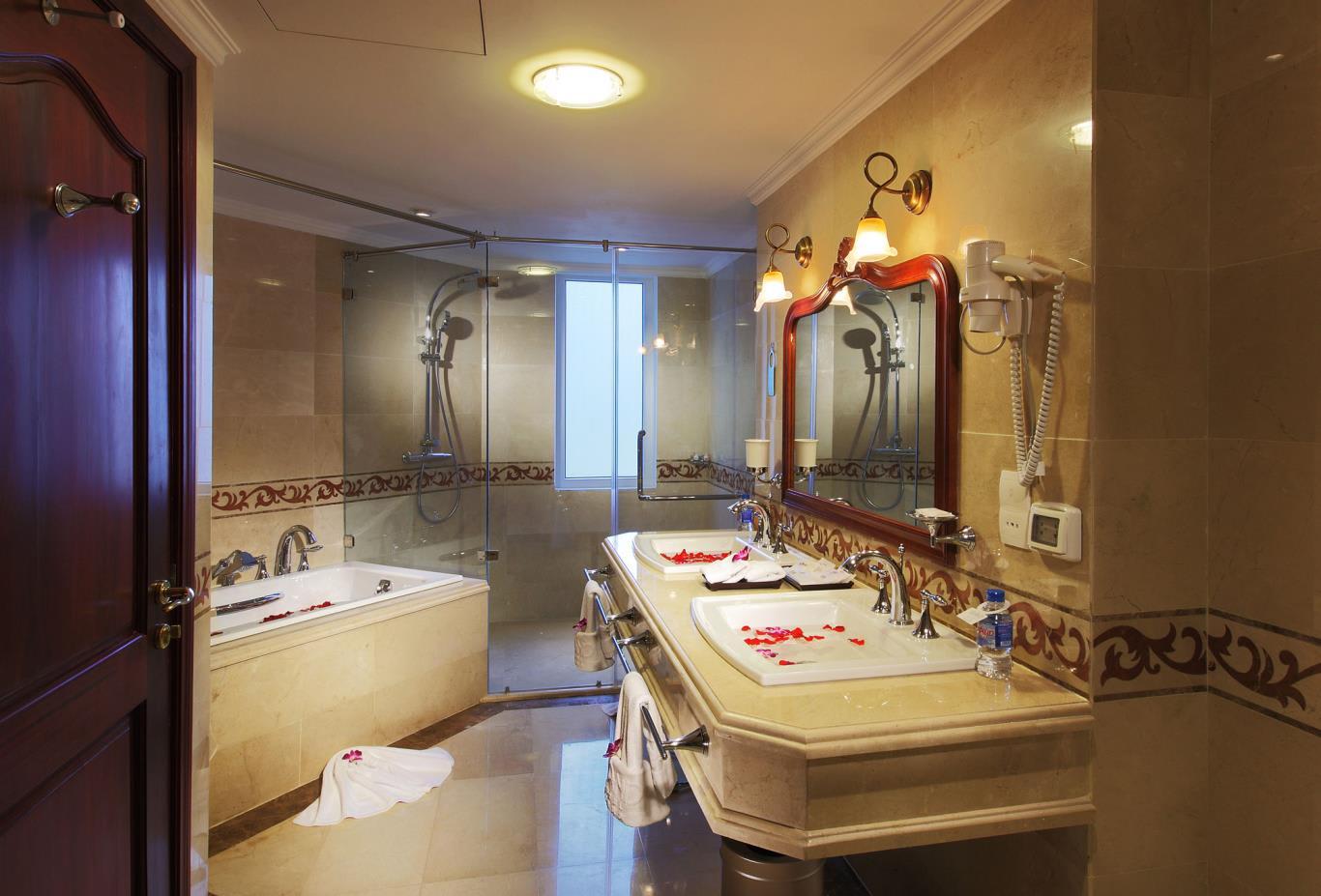 Luxury-Suitebathroom