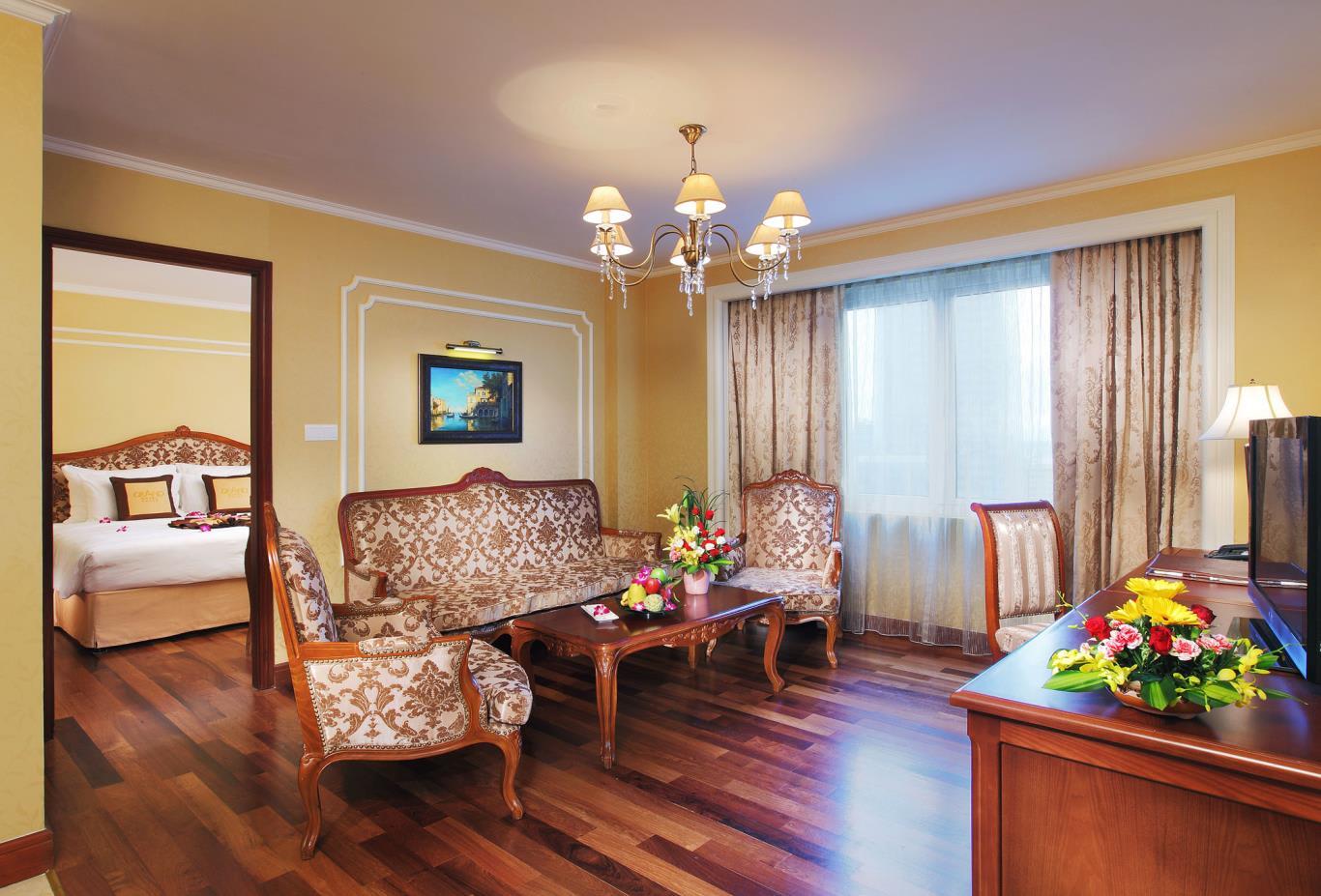 Royal-Suite-living