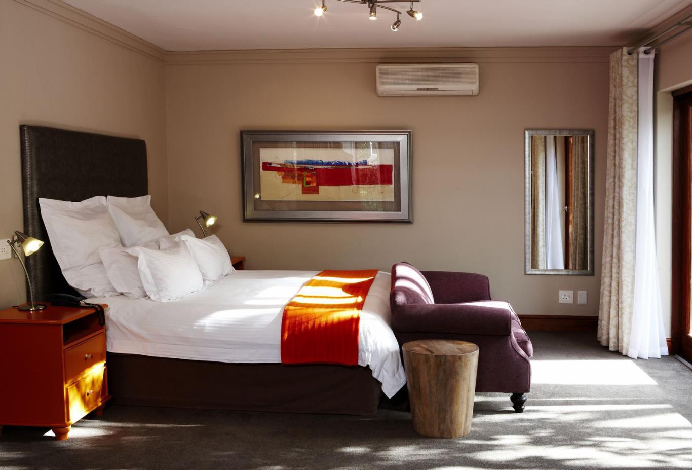 Petit-Garden-Suite-Bedroom