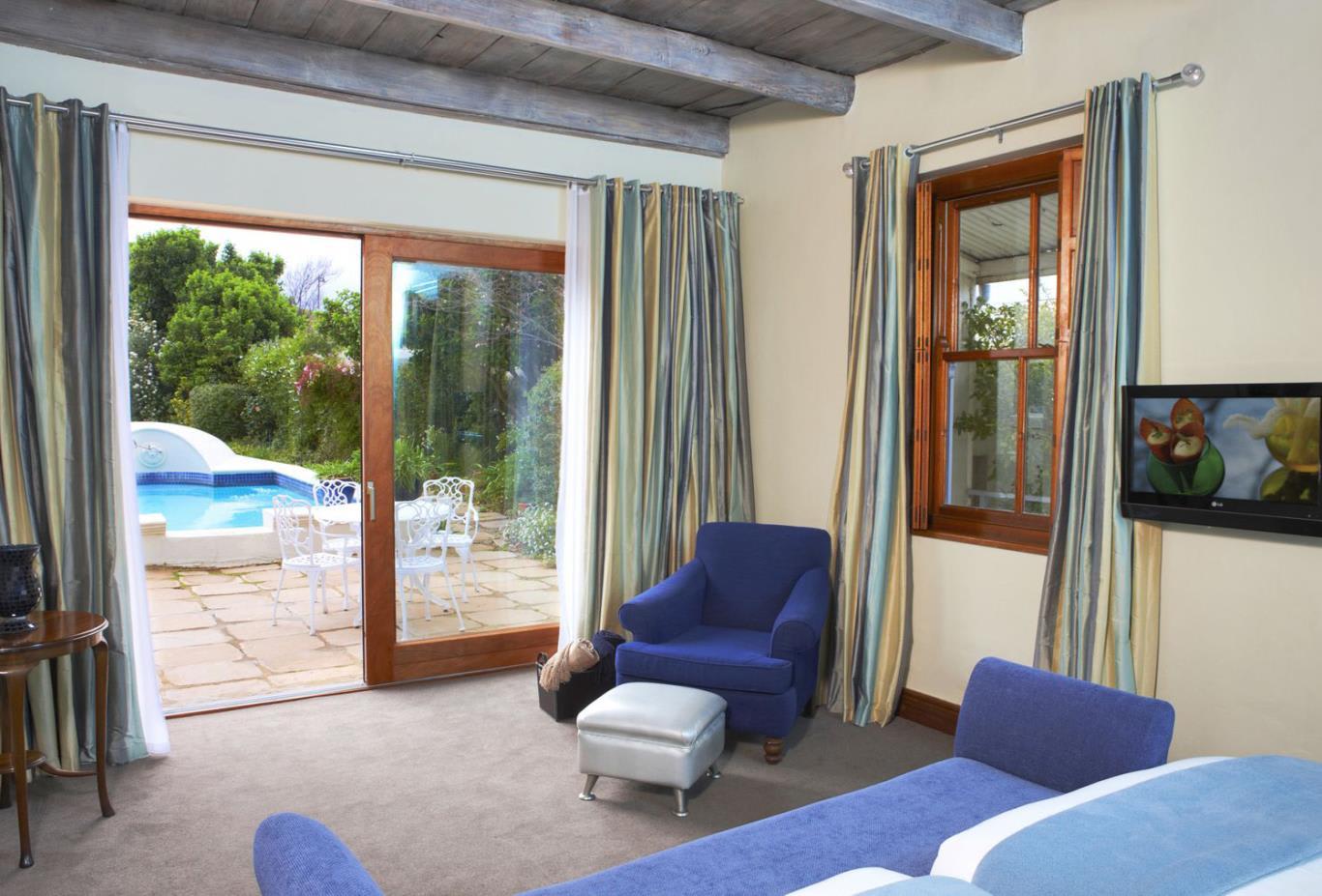 Pool-Suite-Living-Room