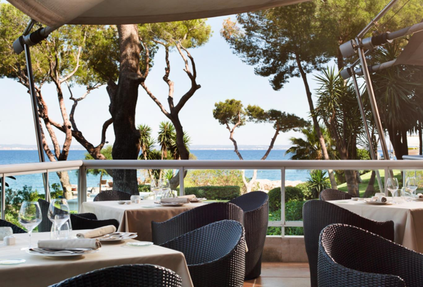 Pereso Restaurant terrace and sea views
