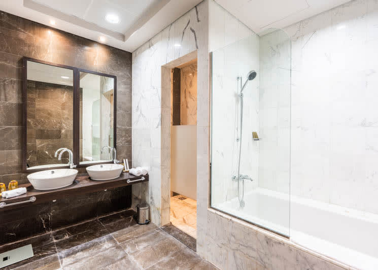 4 bedroom pool suite master bathroom