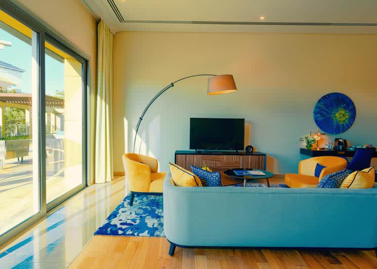 4 Bedroom pool suite living