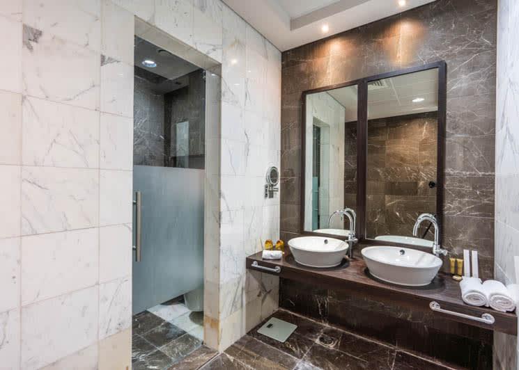 Family suite master bathroom