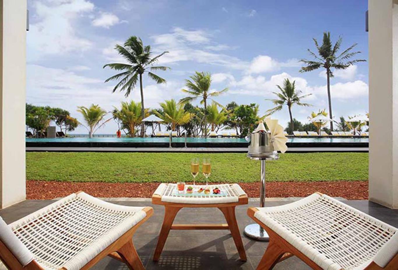 Deluxe-poolside-terrace