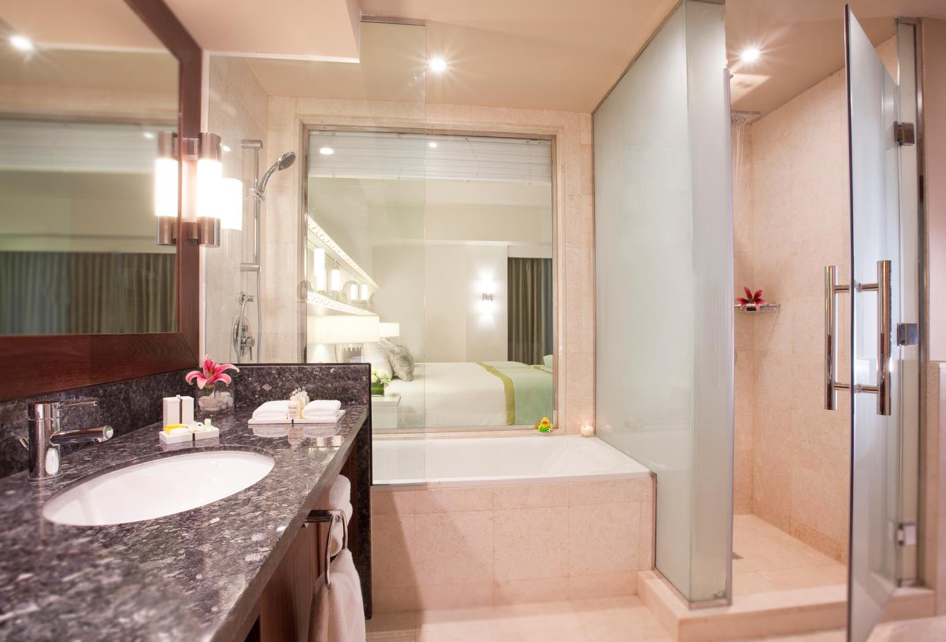 Junior-Suite-Bathroom