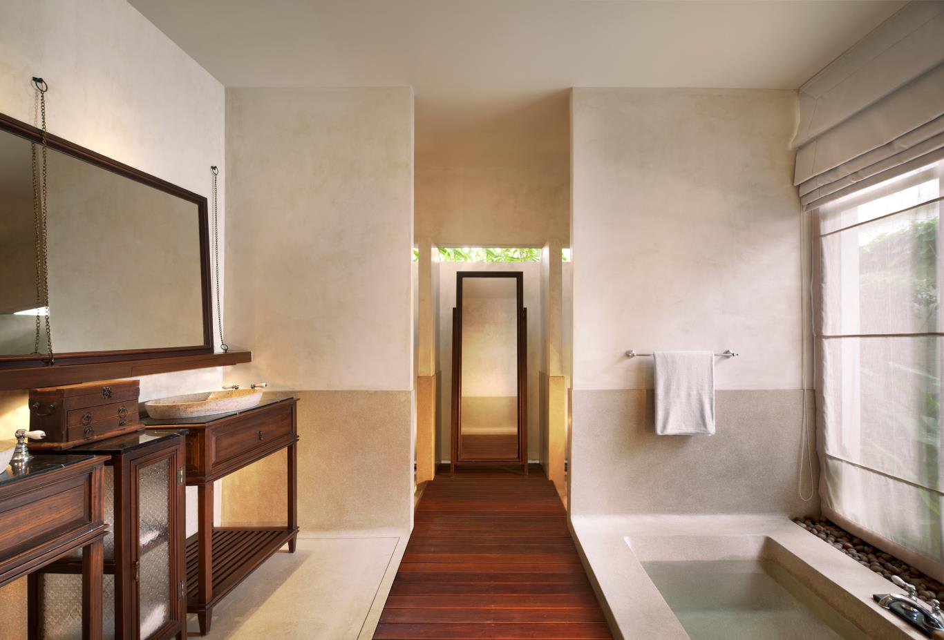 Suite-Bathroom_Guest