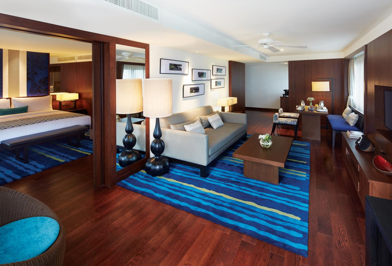 One Bedroom Suite Lagoon lounge