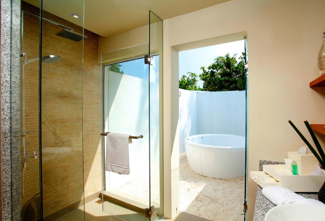 Deluxe Ocean Front Beach Villa Bathroom