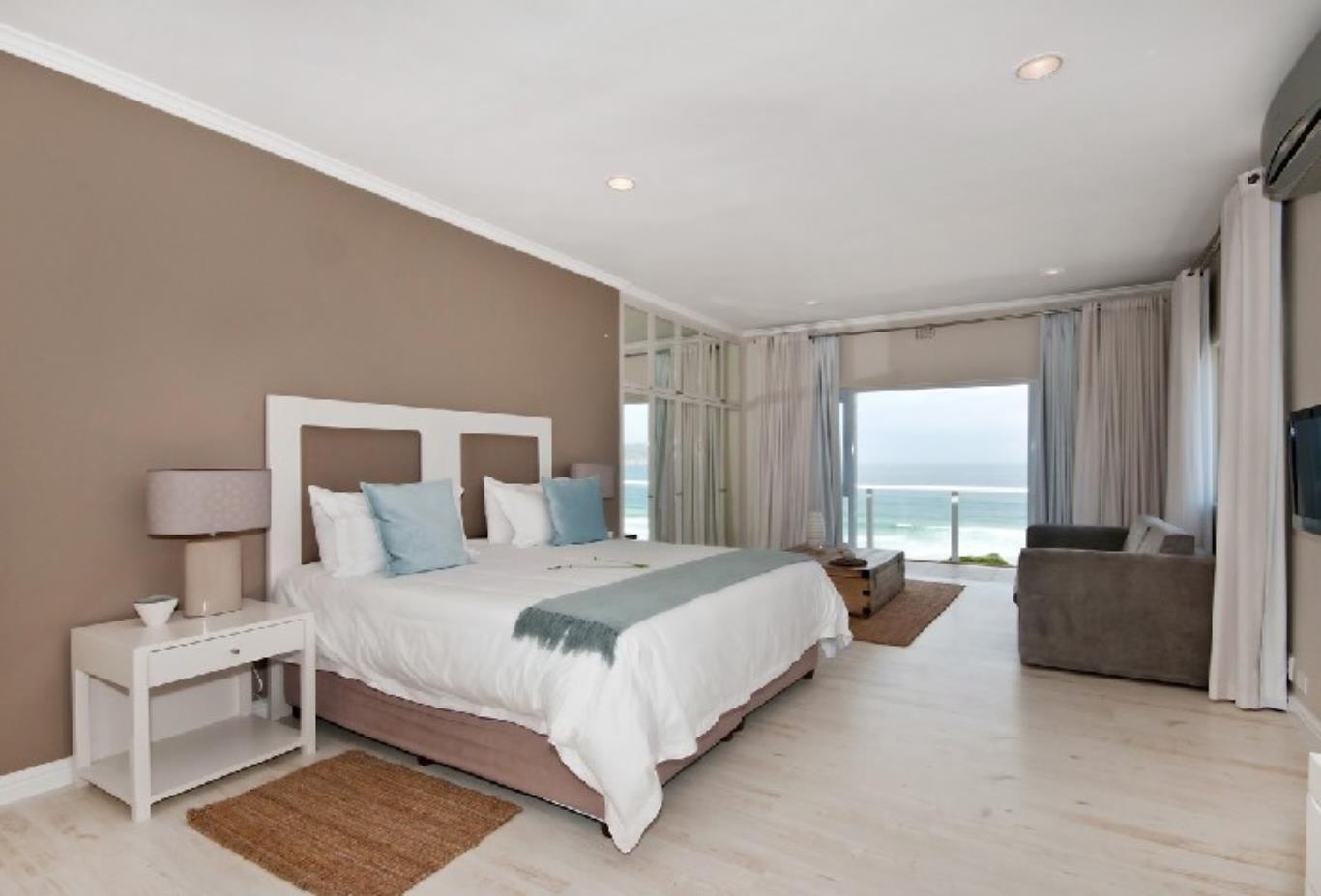 Beach-Head-Villa-Bedroom