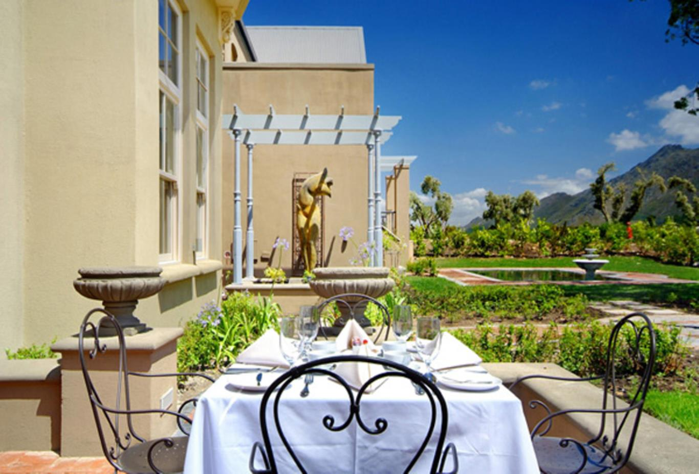 Hotel-Dining-Area