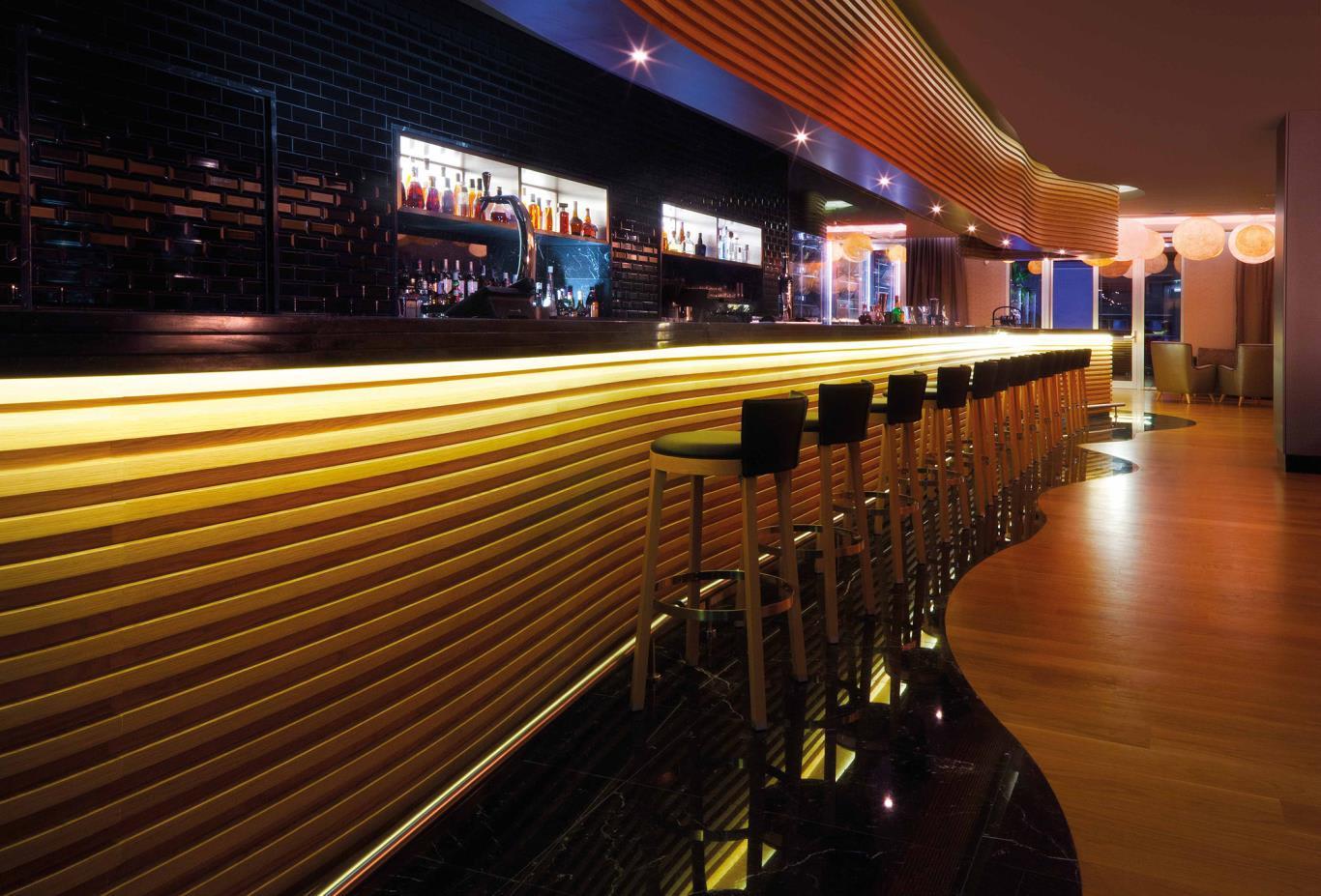 Gusto Bar Night