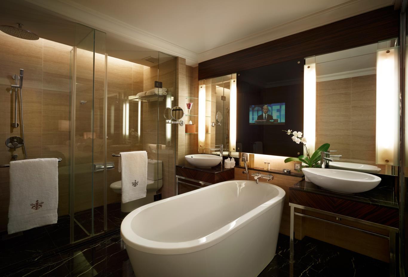 DeluxeTwin-Bathroom