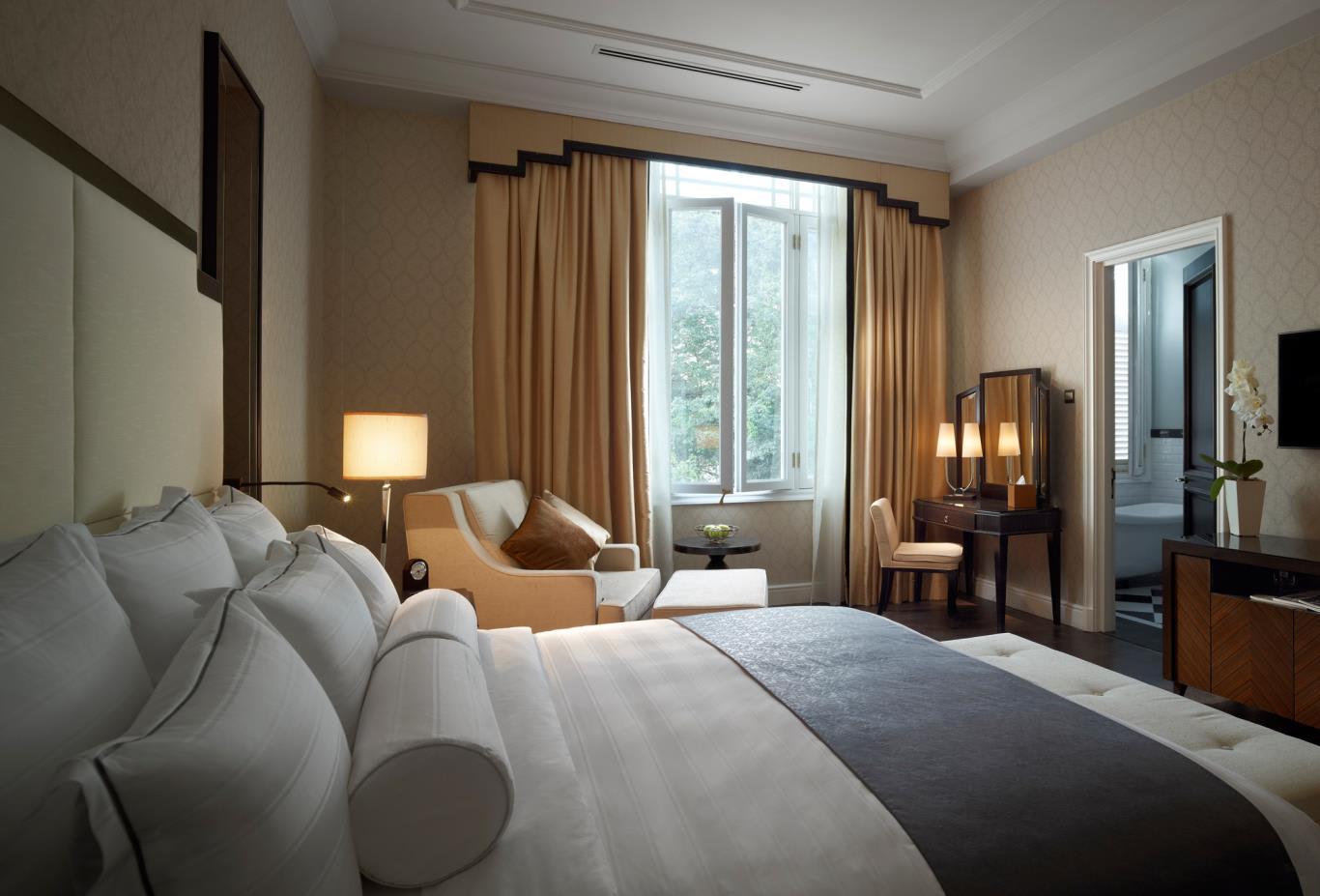 MajesticWingSuite-Bedroom