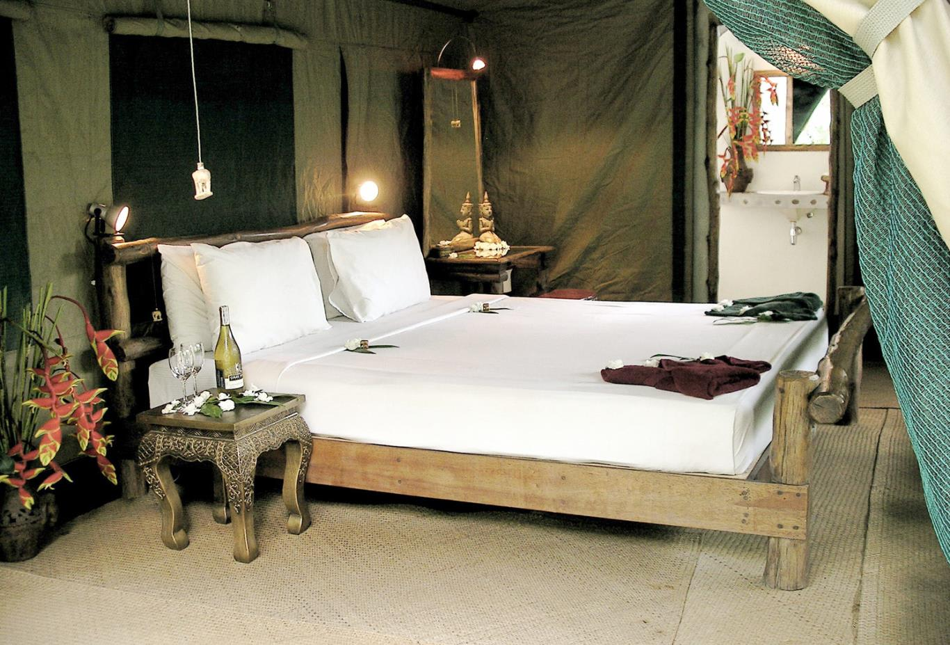 Camp-accommodation-bedroom