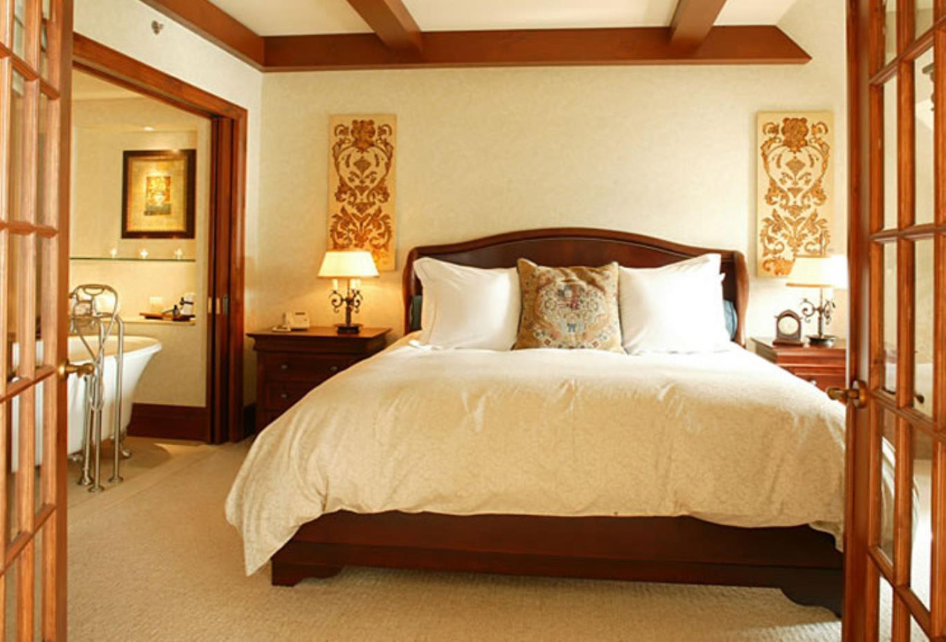 Q Deluxe Bedroom