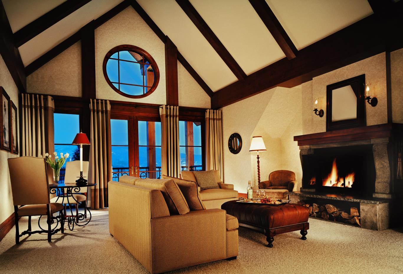 Q Deluxe Living Room