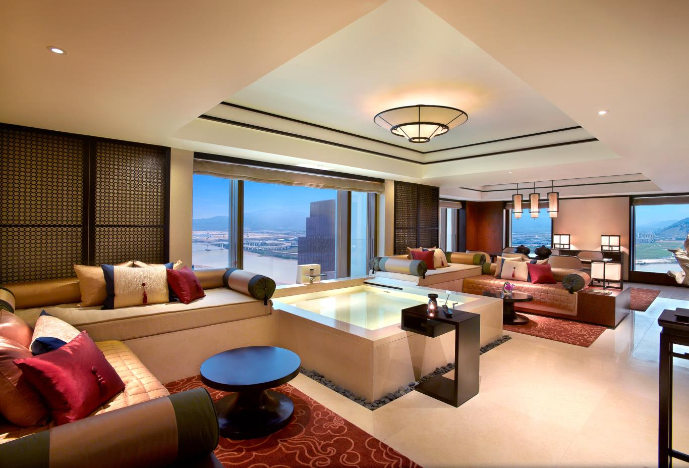 Signature Pool Suite