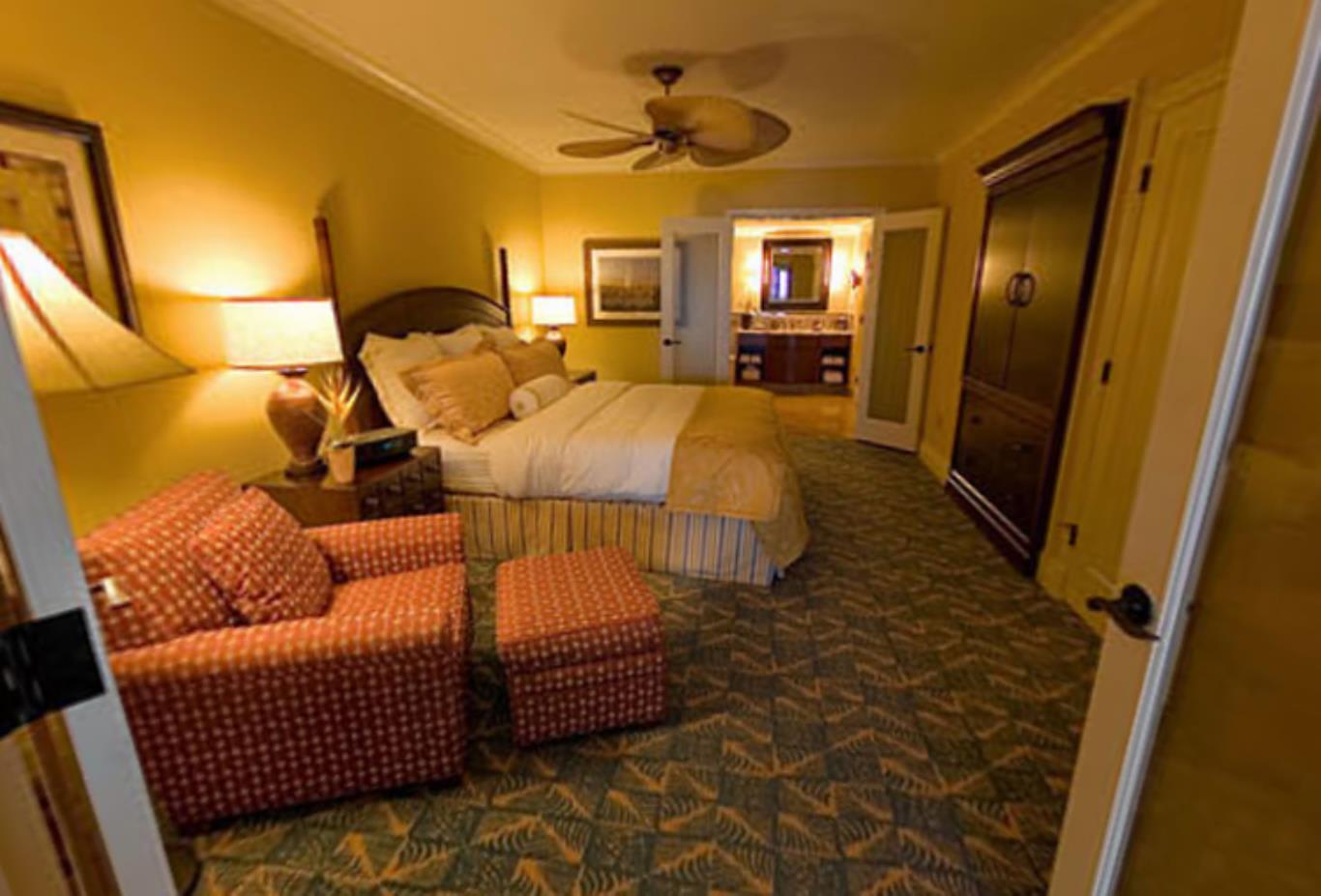 One Bedroom Corner Lanai Suite