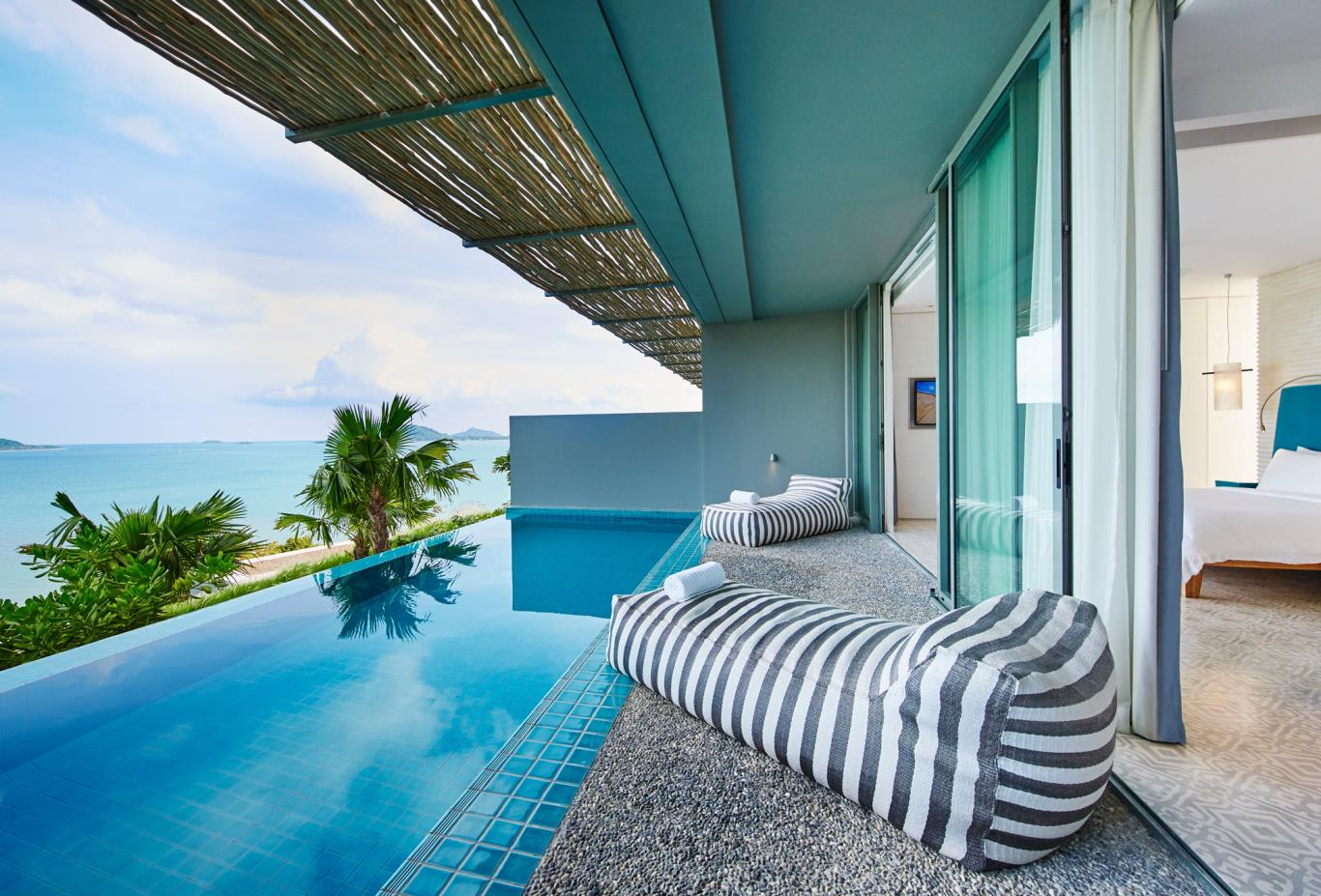 Bay Pool Suite Balcony