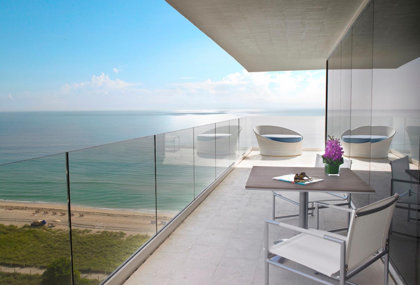 Oceanfront-Balcony
