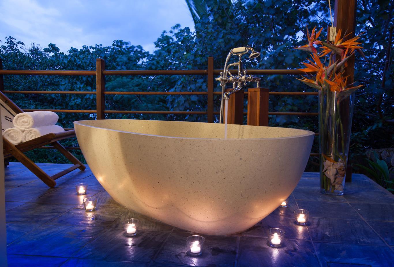 Enchanted Signature Villa tub