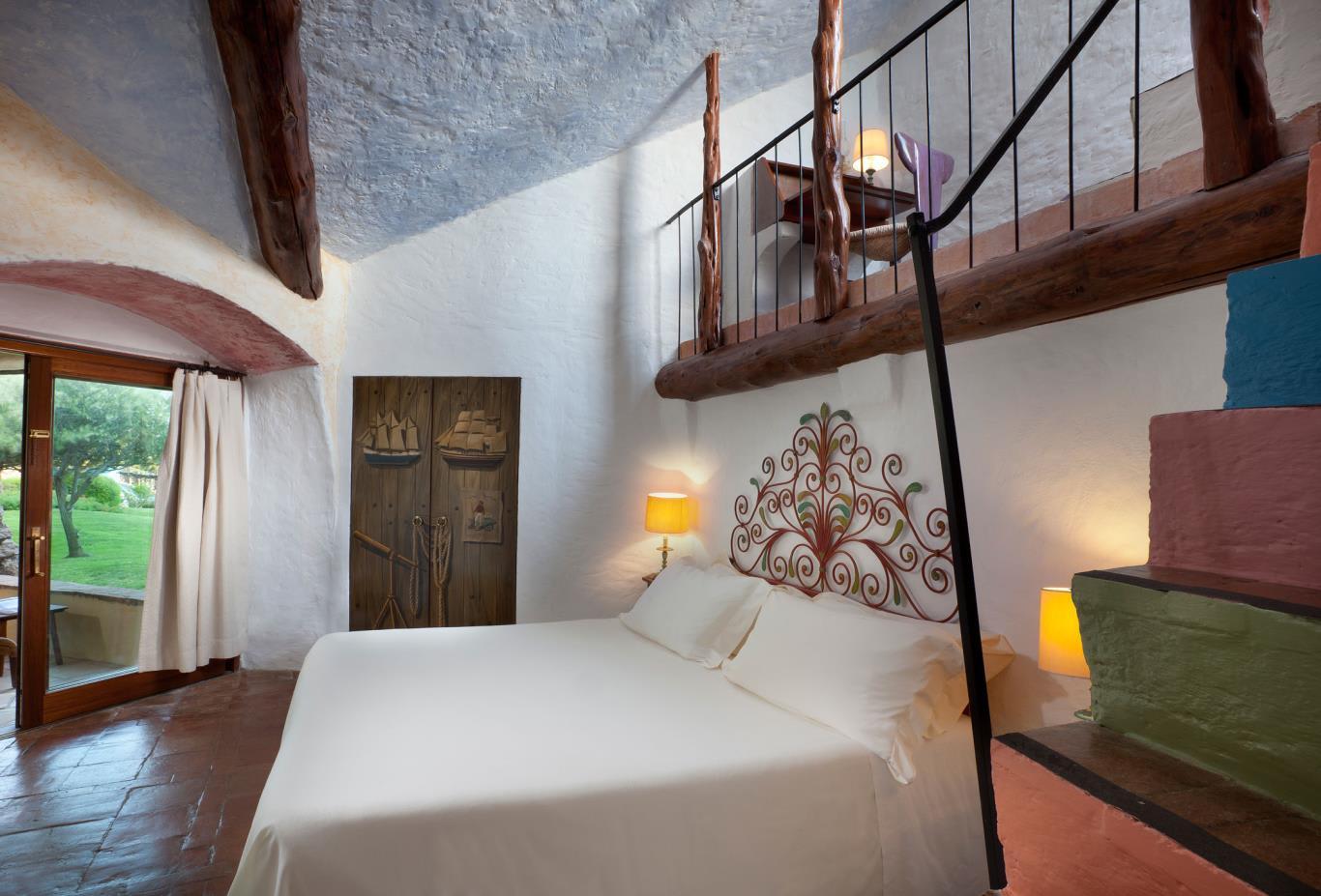 Deluxe-Suite-Bedroom