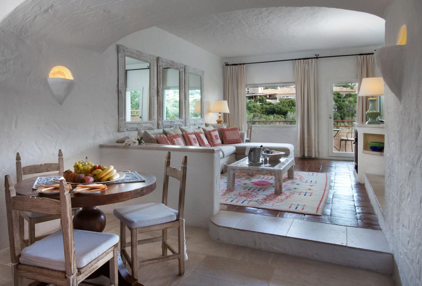 Deluxe-Suite-Living-Room