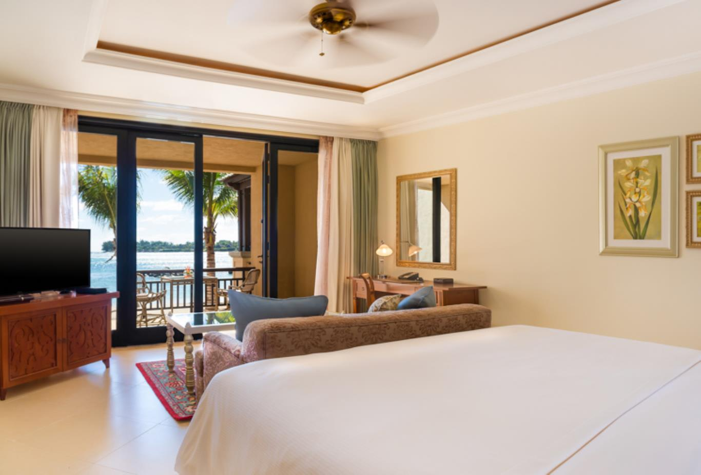Beachfront Deluxe King Room (Queen option available)