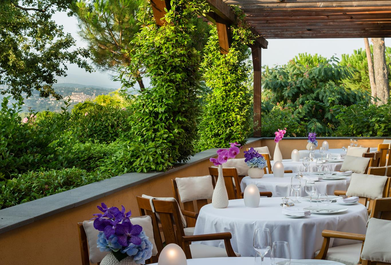 Faventia-restaurant-terrace
