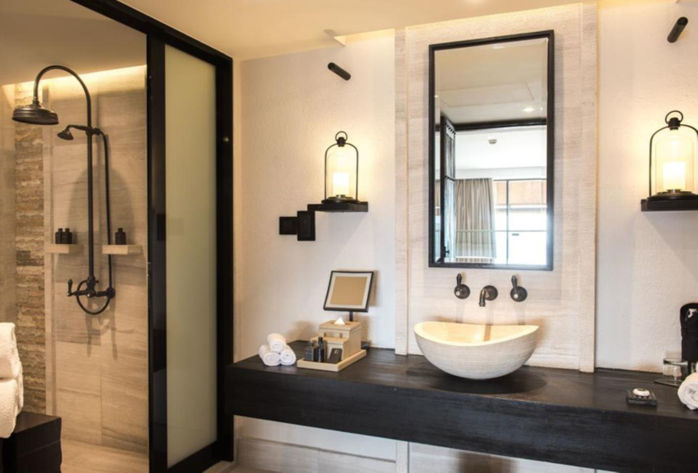 Loft Suite bathroom