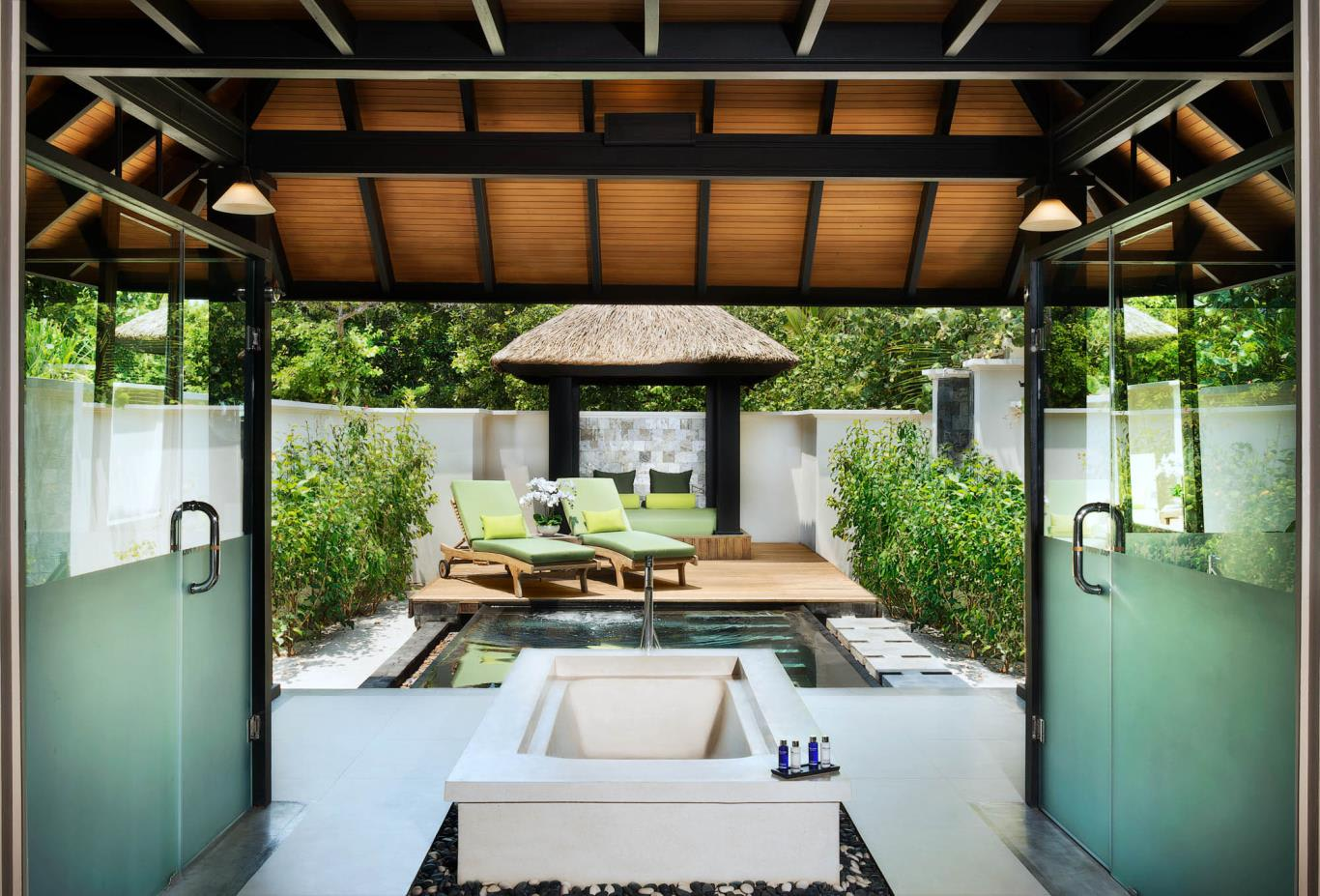 Beach Bungalow With Plunge Pool Bath