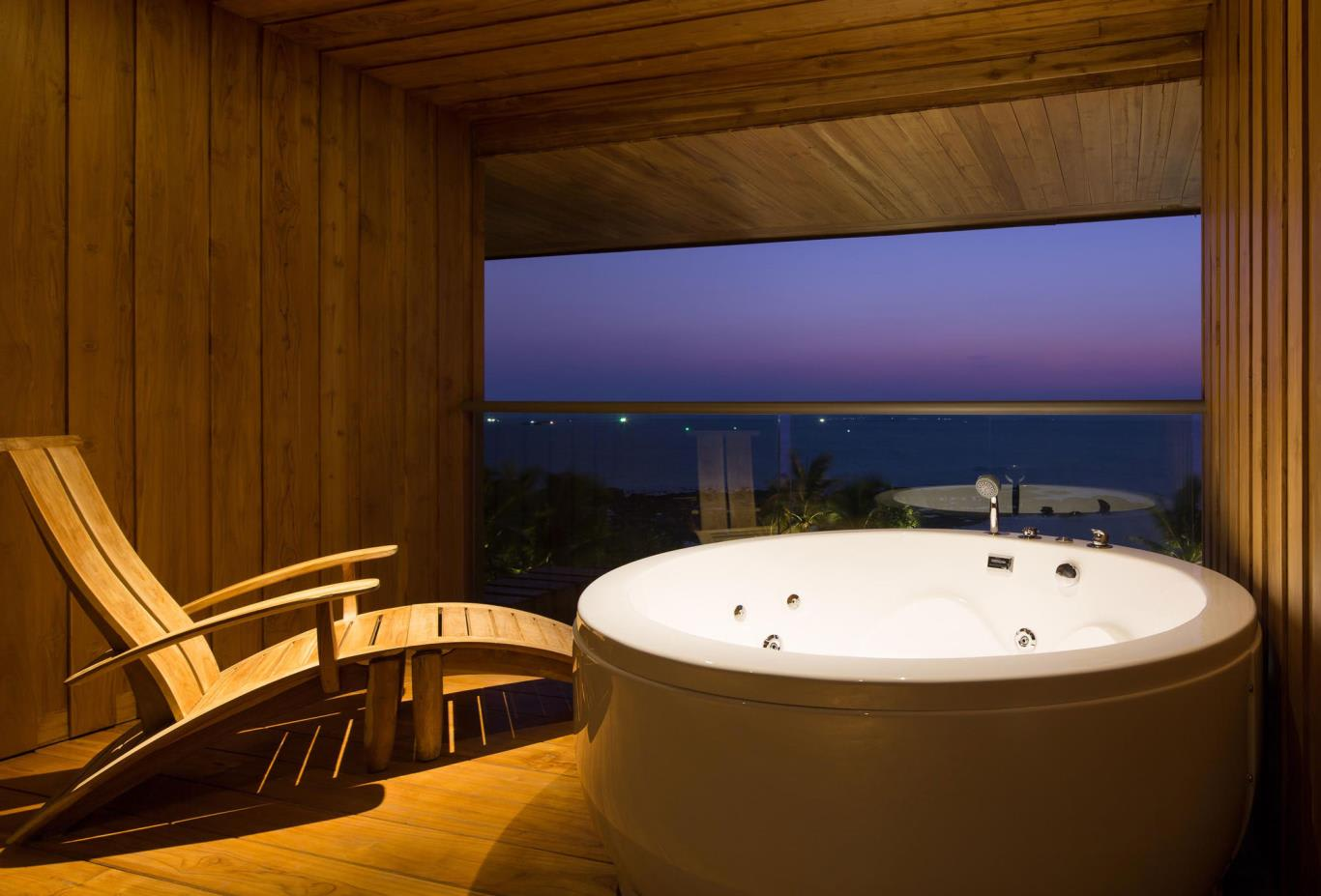 Dara-Beachfront-bath