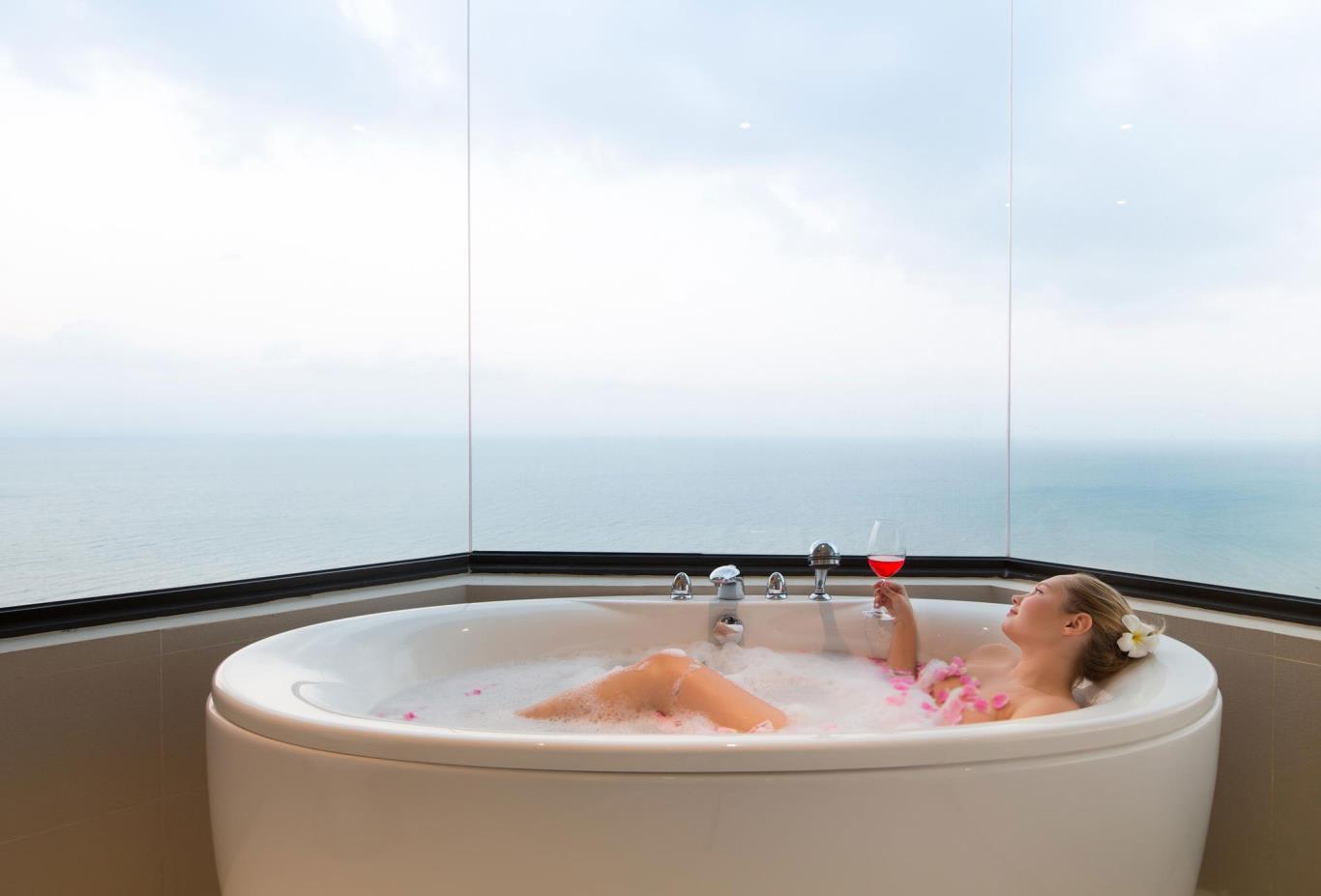 Dara-Deluxe-bath