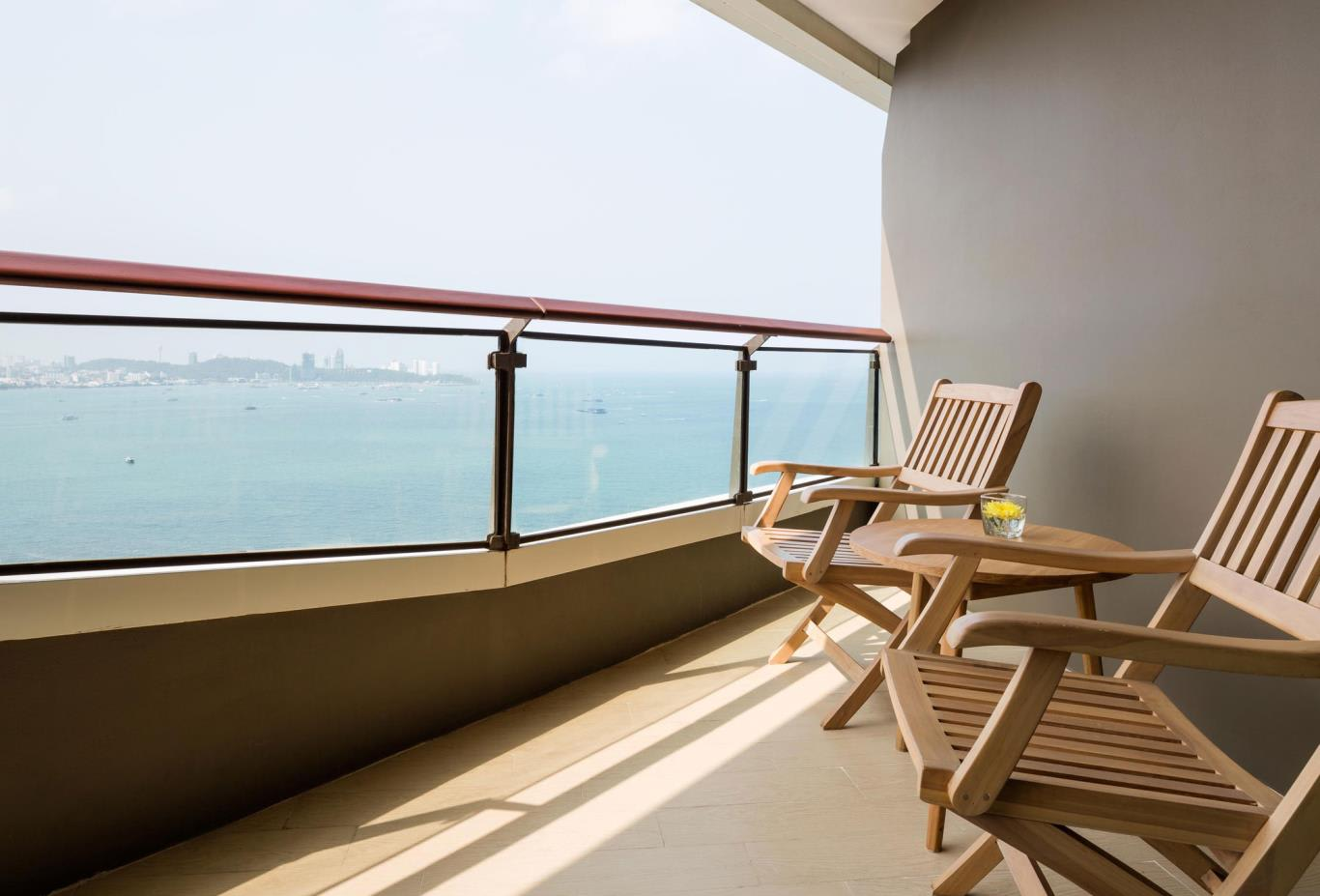 Deluxe-Corner-Room-balcony