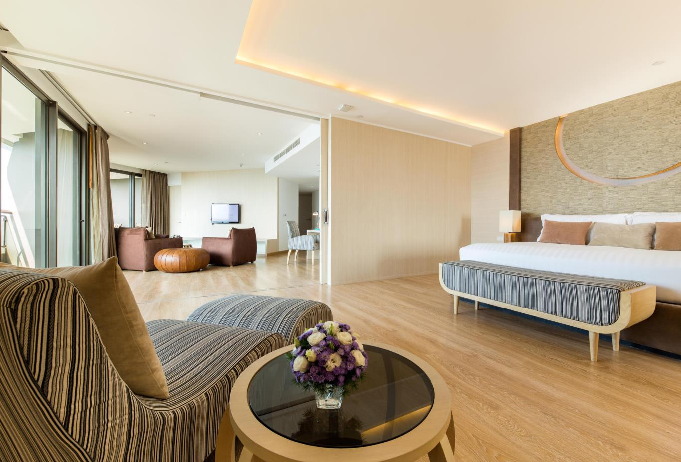 Family-Suite-bed-and-living
