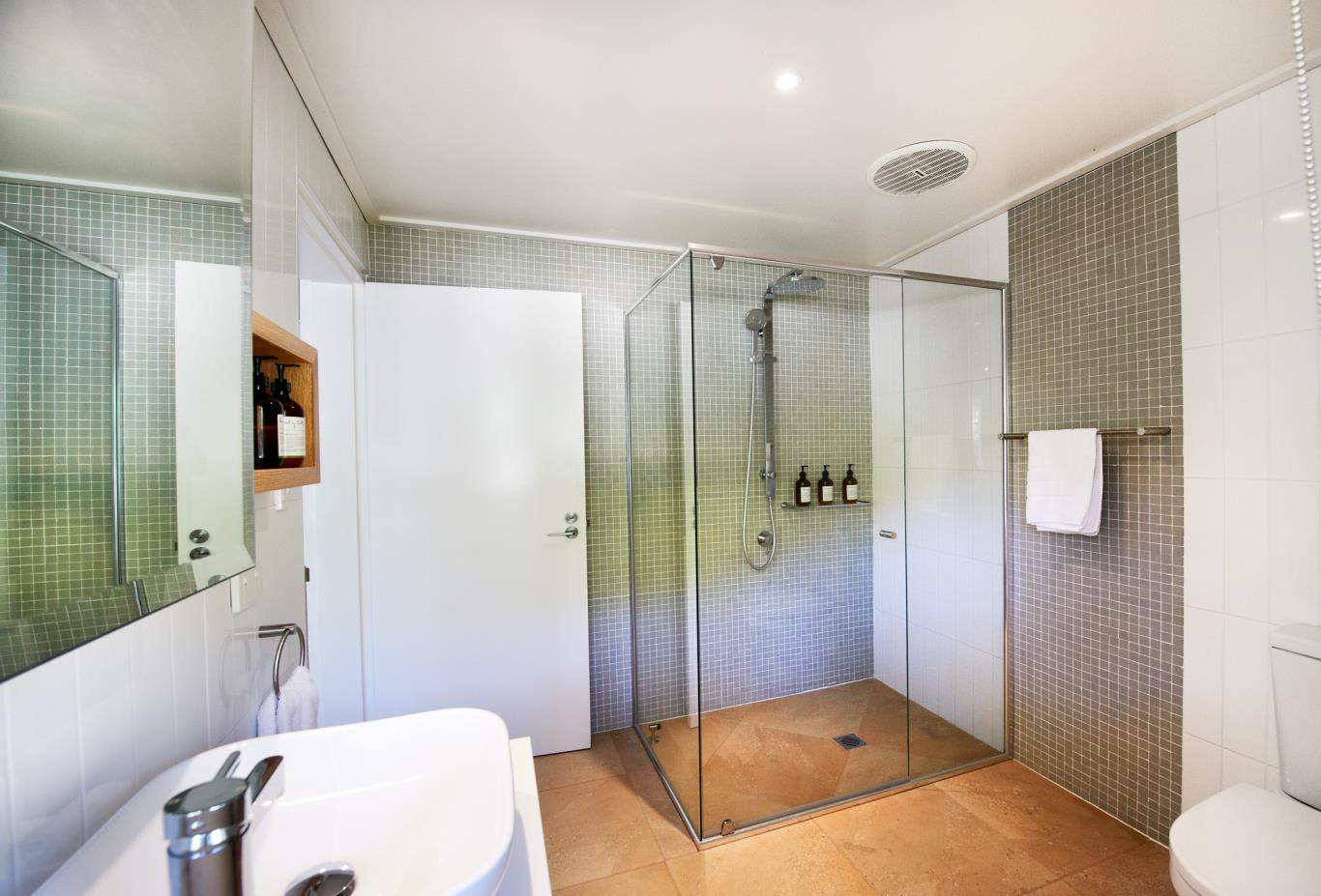 North Beachfront Room/Suite Bathroom